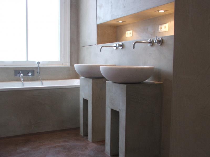 Betonlook vloer badkamer - Berkers vloeren
